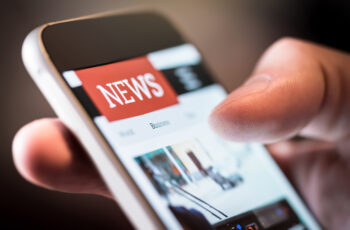 Online,News,In,Mobile,Phone.,Close,Up,Of,Smartphone,Screen.
